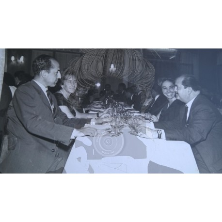 GRUPO FAMILIAR EN RESTAURANTE 1960. BARCELONA